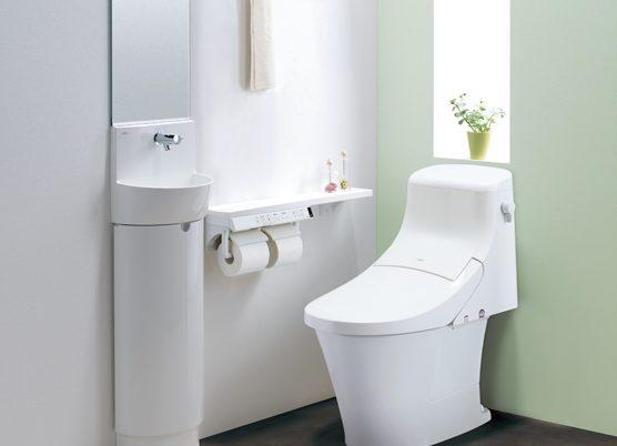 タンクありでもすっきりシンプルに見えるリクシルのトイレ