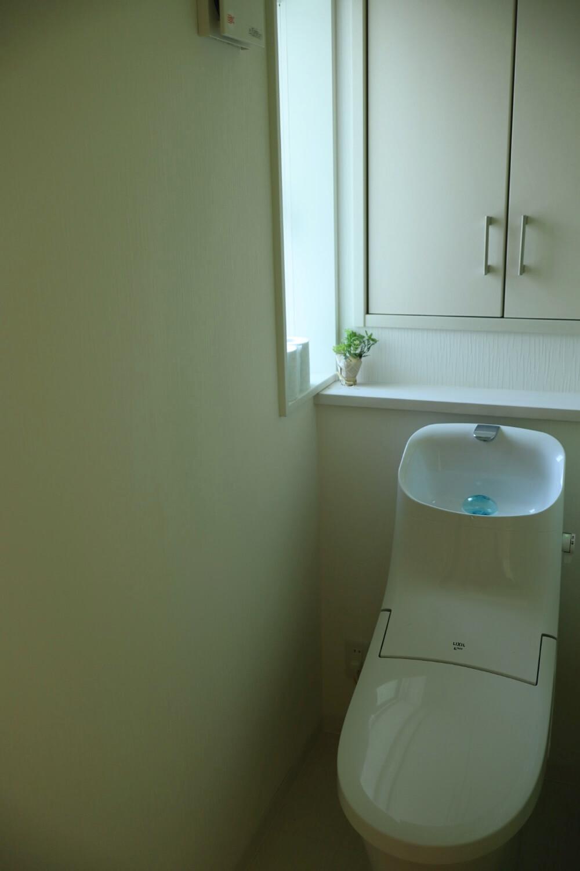 リクシルのトイレ、ベーシアはタンクがあってもおしゃれなデザインが素敵