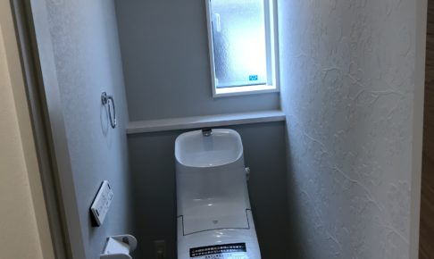 汚れが付きにくいリクシルのアクアセラミックのトイレ