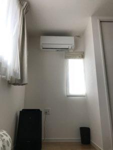 エアコンの風が直撃する寝室
