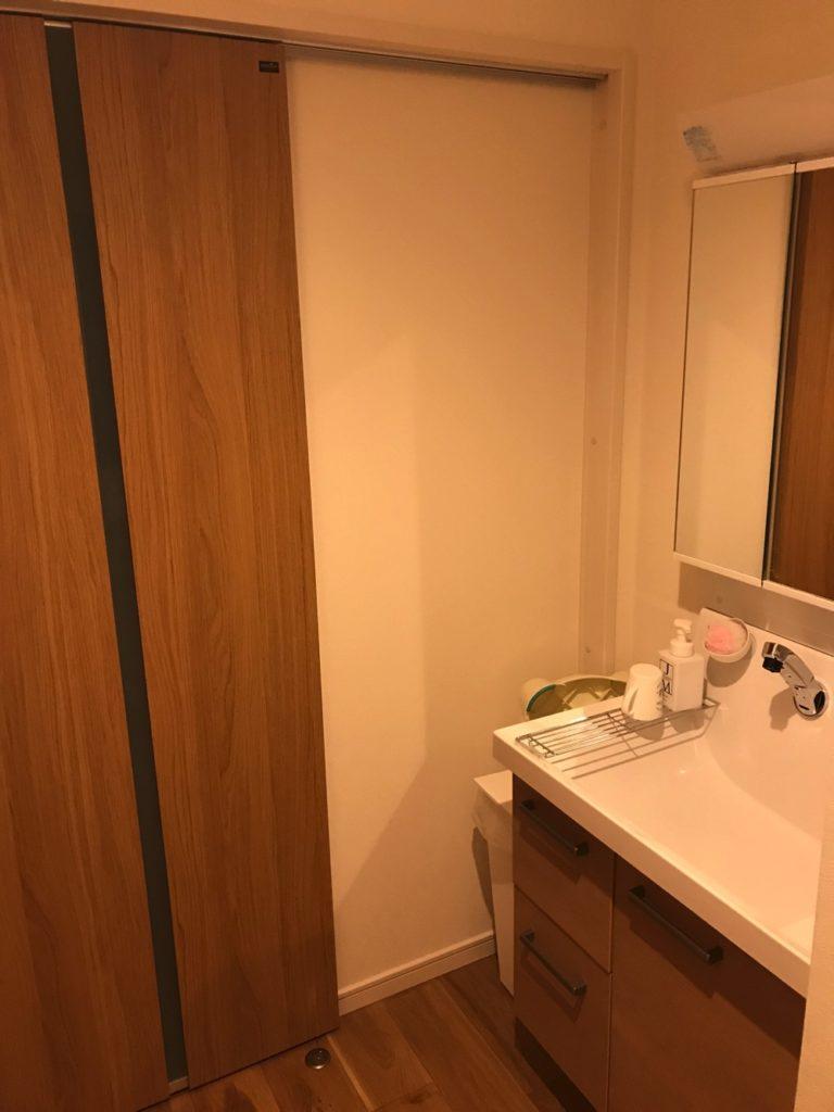 洗面台が脱衣室から独立してると、客が手を洗うときに洗濯物を見られる心配がありません