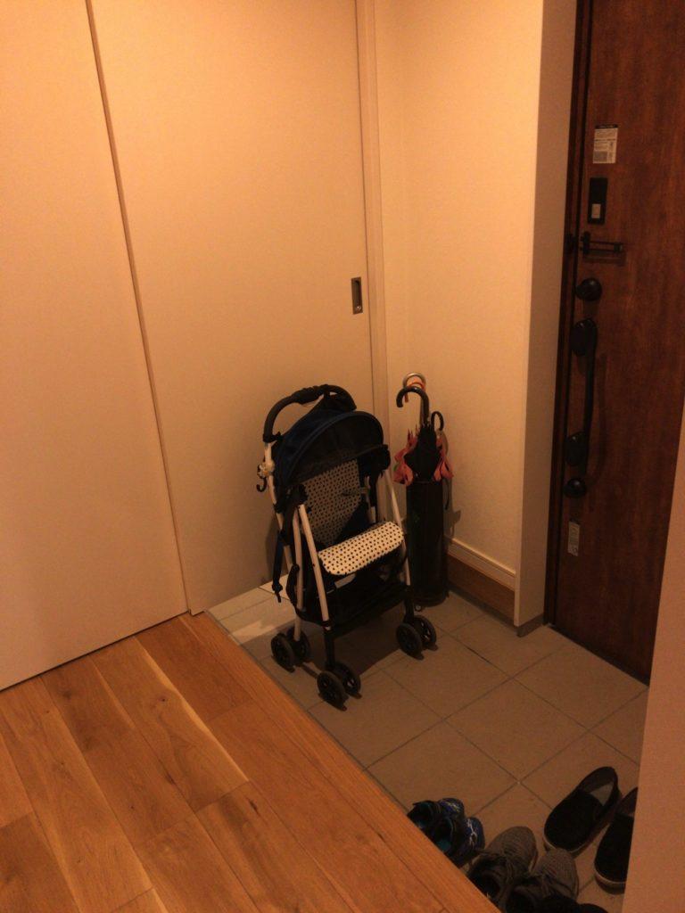 ベビーカーがあると玄関は狭くて使いにくくなる。