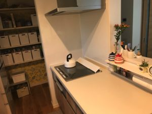 水切りかごを置かないすっきりしたキッチン