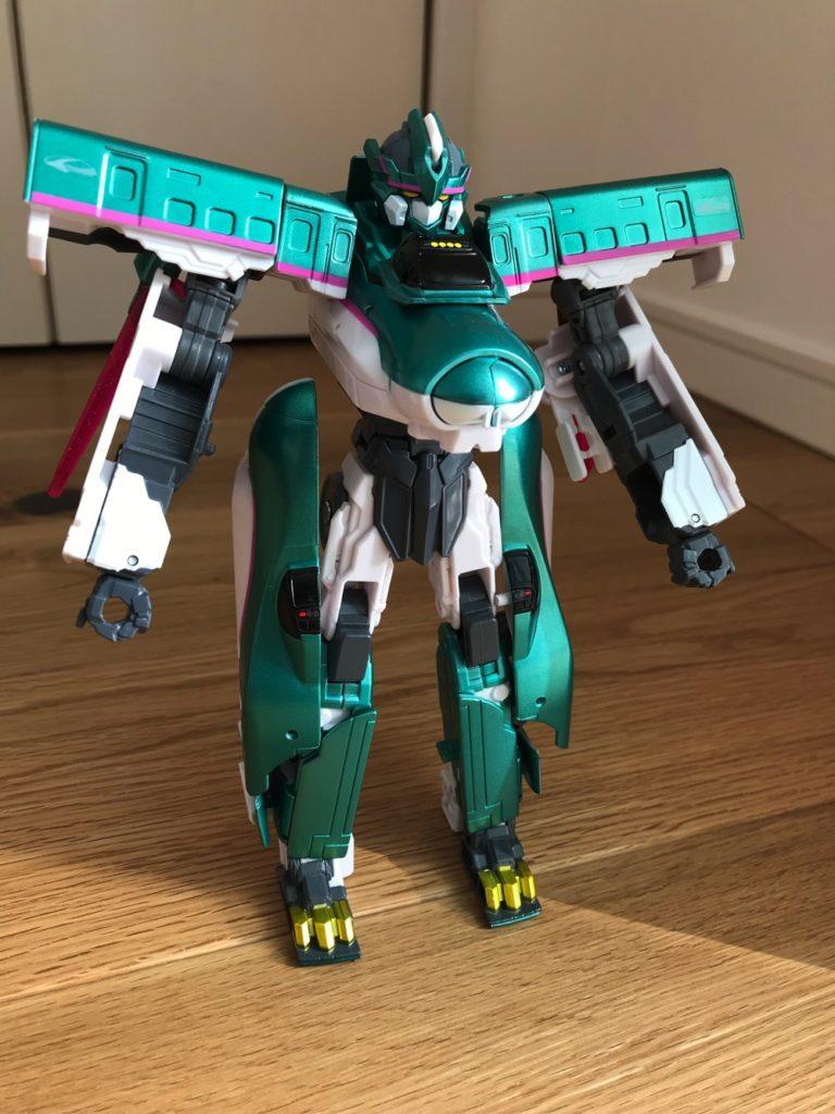 ロボットに変形したシンカリオンE5はやぶさ