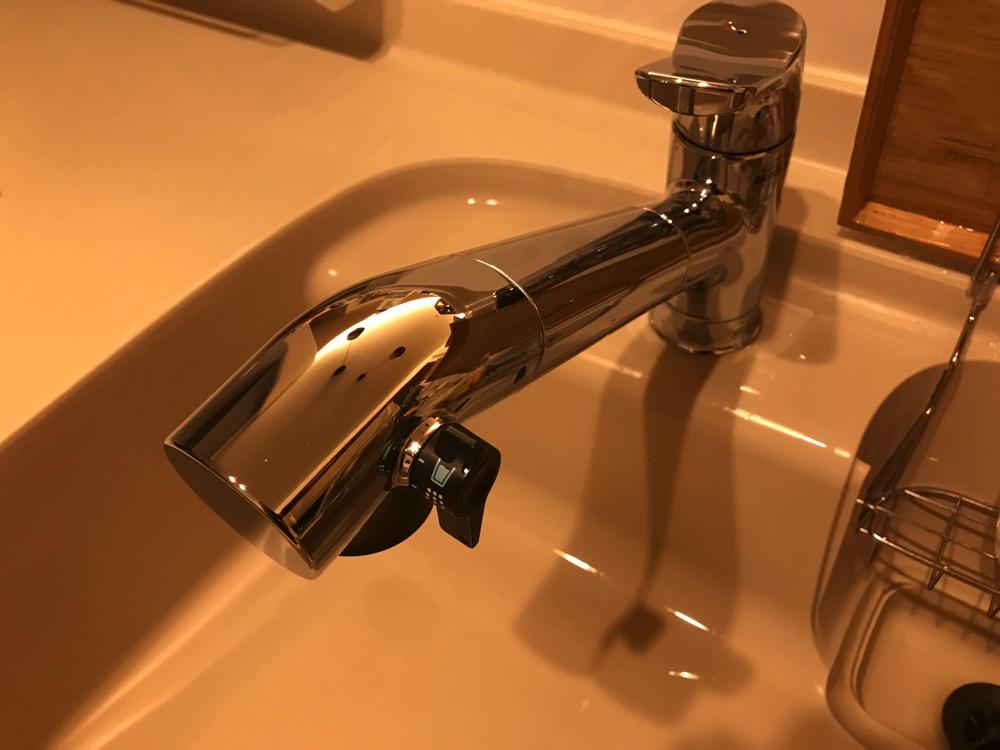 キッチンの水栓をビルトイン浄水器にすると見た目がすっきりします