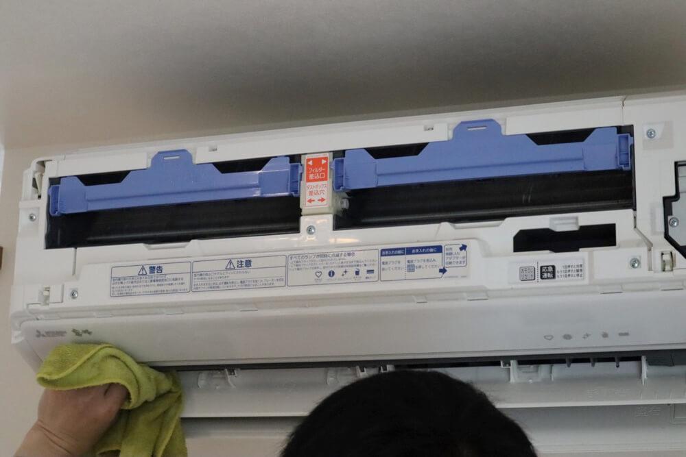 エアコンクリーニングの内部洗浄後はきれいに水洗い