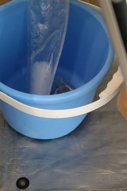 エアコンクリーニングの内部洗浄でどんどん汚れた水が出る