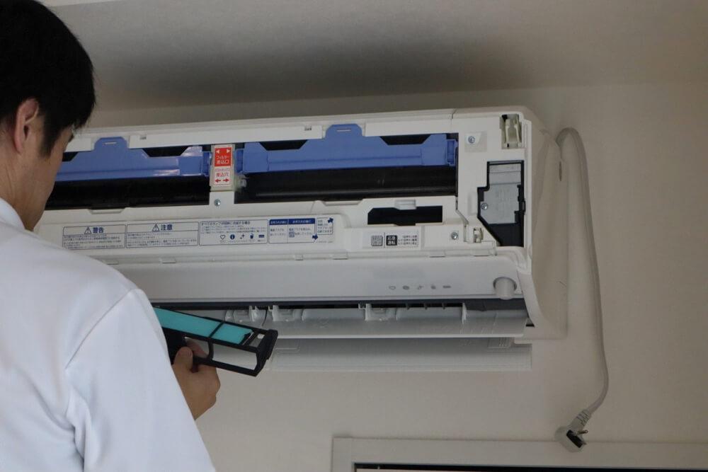 エアコンクリーニングの内部洗浄後はちゃんと組み立てて元どおりにする