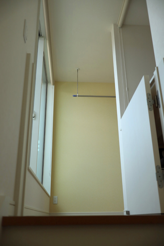 階段を上がってすぐがホールだと、明るくて気持ちいい2階になる