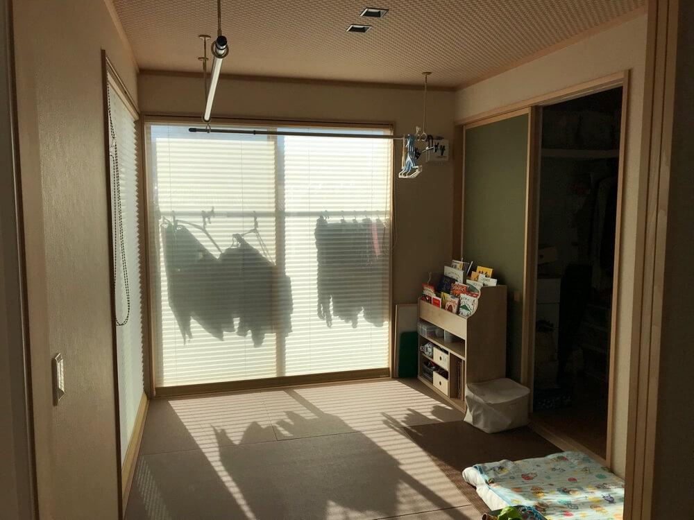 和室は子どもの遊び場やお昼寝スペースになるし、洗濯物を干したりたたむのにも便利