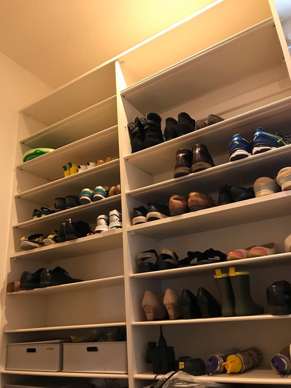 シューズクロークがあると靴がたくさん置けるし、段ボールやペットボトルなどの多いものもしまっておけますよ