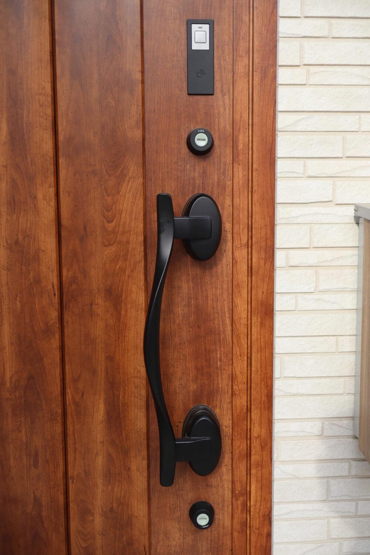 戸建ての鍵は2つあるので、電子キーじゃないと開け閉めが大変です