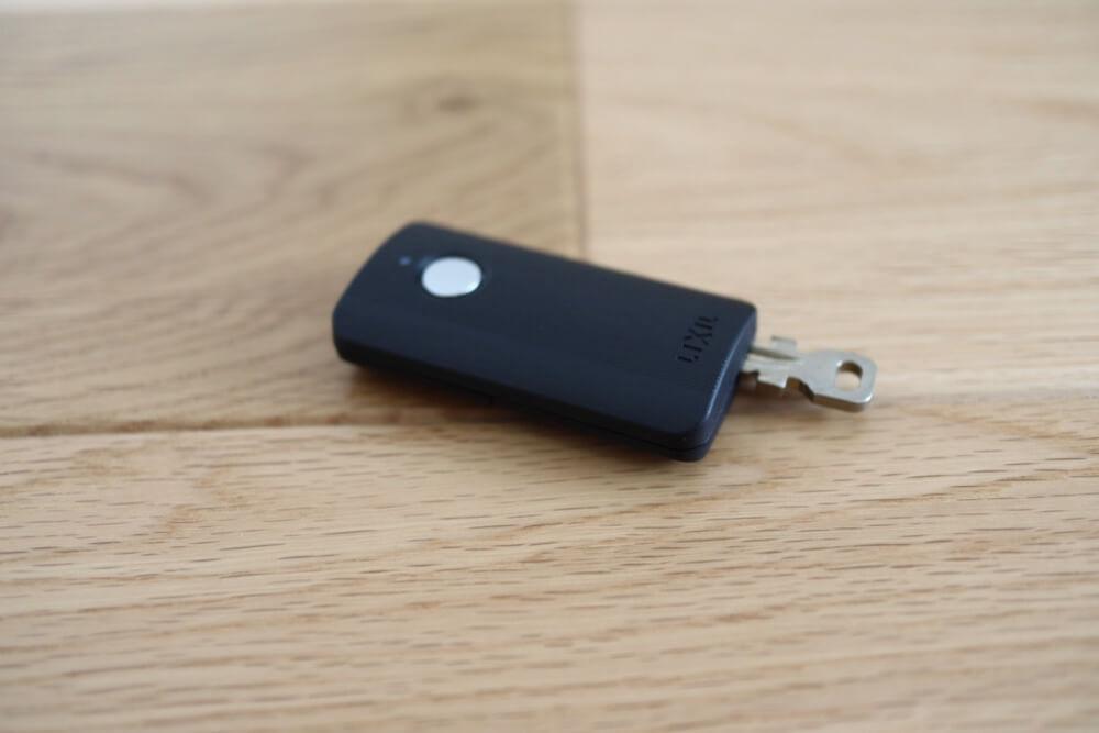 電子キーの鍵には物理キーがついてるので、電池切れでも問題なく家に入れますよ。