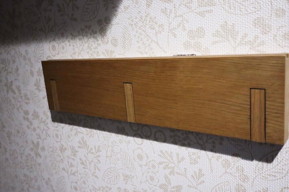 バッグをかけるなら無印の壁につける家具3連ハンガーが便利ですよ