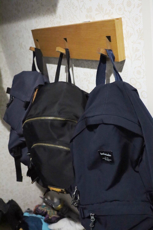 バッグの数はどんどん増えるから3連ハンガー1つでは全然足りません