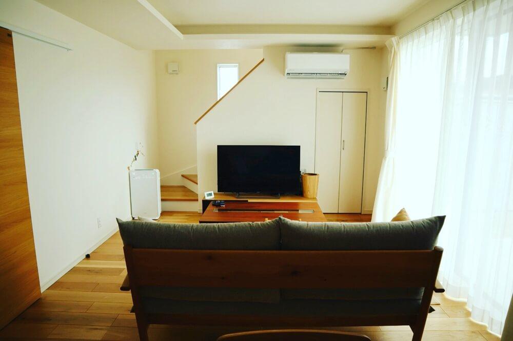 我が家の生活にぴったりサイズの小さめなリビング