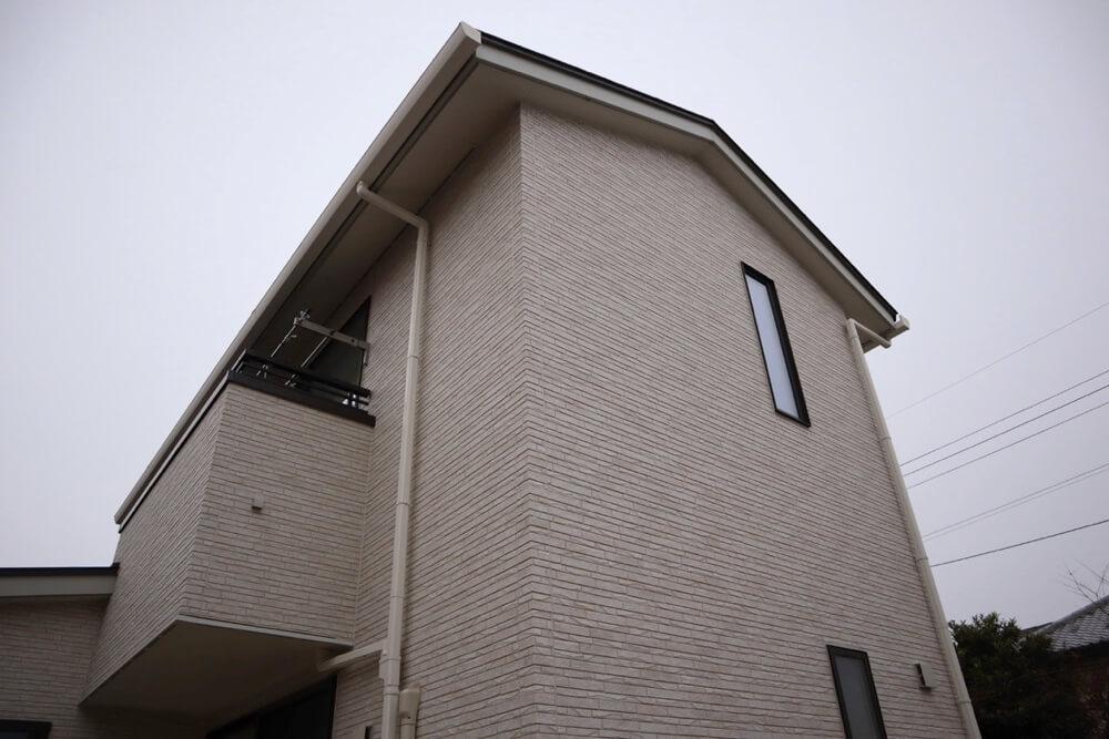 築2年の光セラを使った外観(南面)。目立った汚れはなくとてもキレイ。